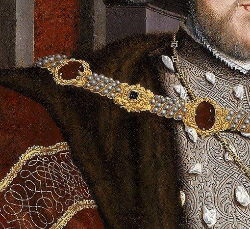Particolari di opere, seconda parte. Hans Holbein il Giovane: Ritratto di Enrico VIII. Olio su tela, del 1537-47. Cm 239 X 134,5. Walker Art Gallery, Liverpool. Quando penso alla magnificenza degli abiti, alla ricchezza dei dettagli e alla perfezione dei ritratti, mi viene in mente questo dipinto: ha reso, Holbein, quasi tangibile l'opulenza di questi gioielli, la mobidezza di questa pelliccia, il soffice spessore degli sbuffi della camicia che escono dagli intagli del corpetto.