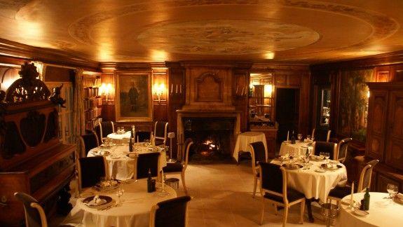 the restaurant chez bruno lorgues des toiles dans l. Black Bedroom Furniture Sets. Home Design Ideas