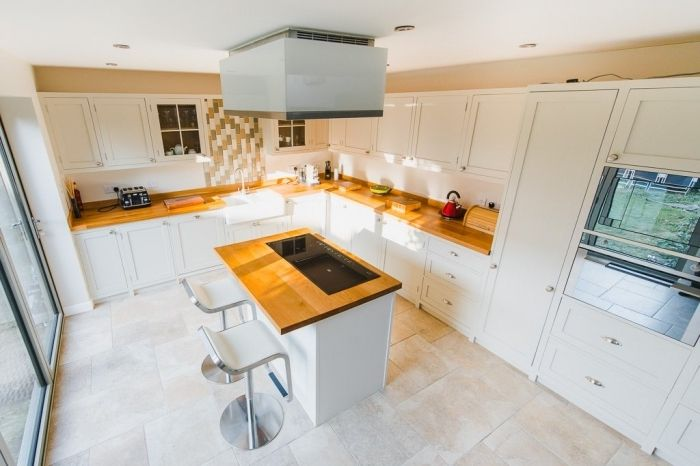 ▷ 1001 + modèles fascinants du duo cuisine blanche plan de travail bois - plan de cuisine moderne avec ilot central