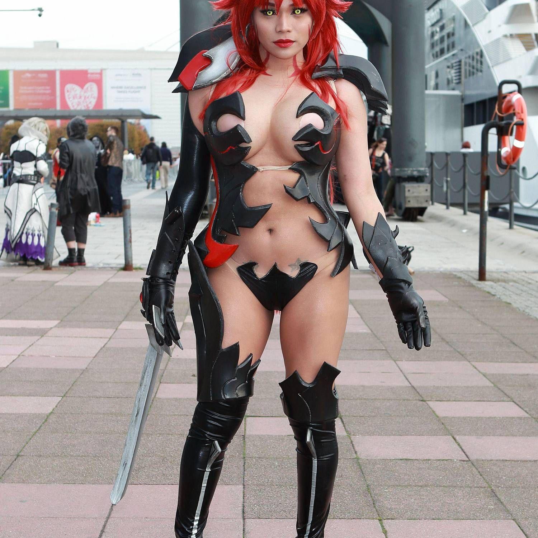 Comiccon girl nude 1