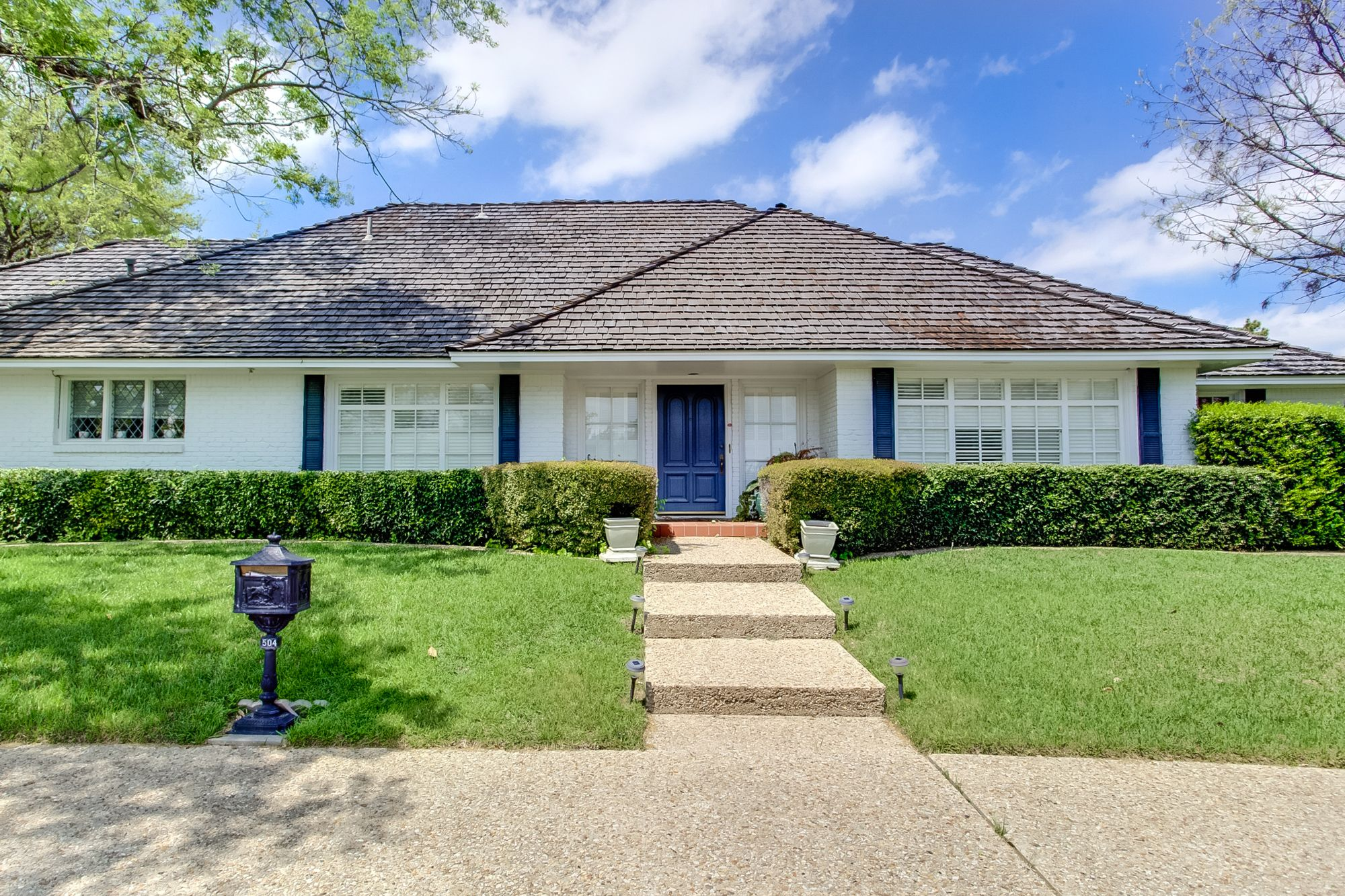 Lovely 3 bedroom home in westover hills with a pool and