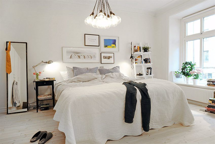 I could never pull off a white duvet cover but it sure is gorgeous! And I adore the lighting so much.
