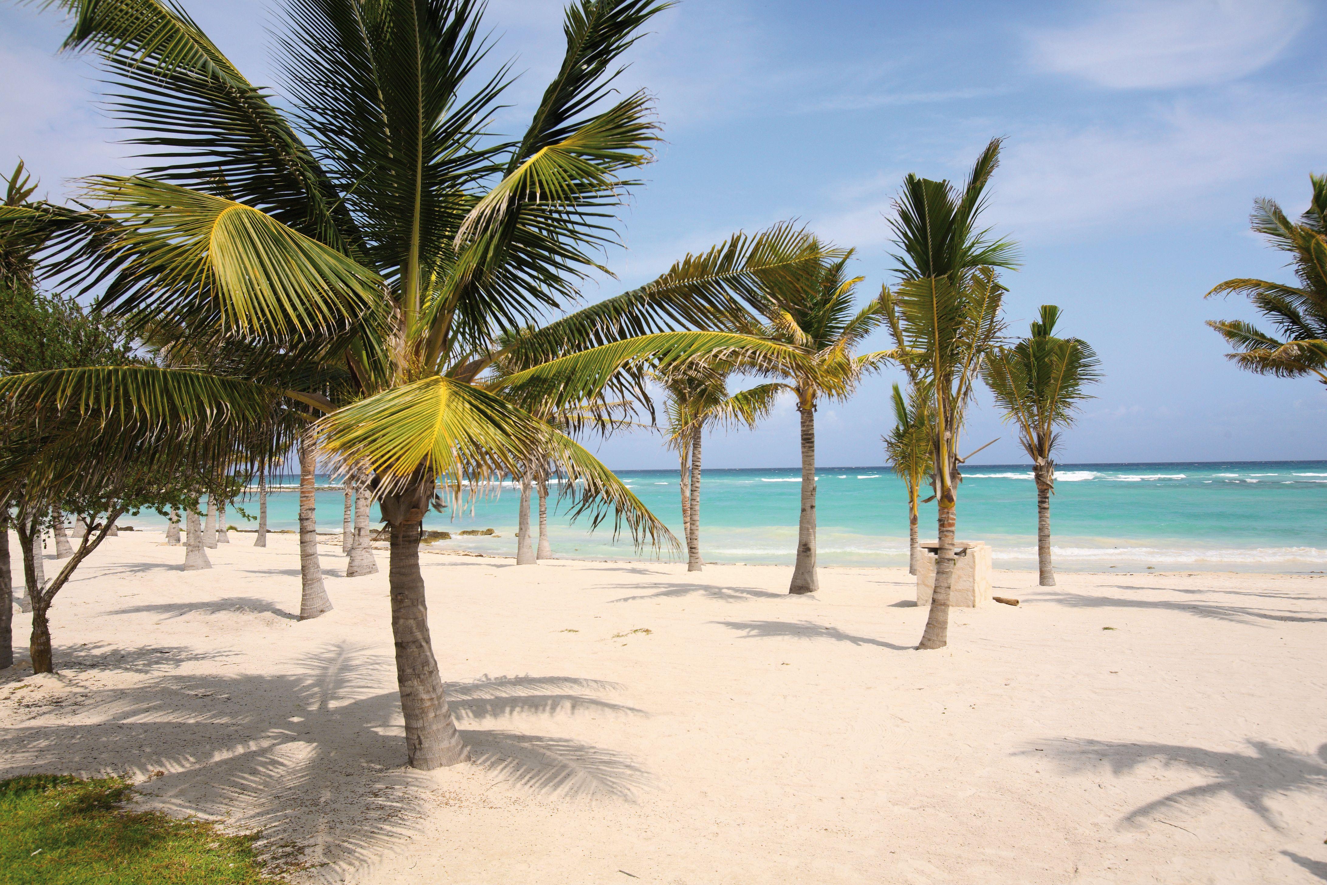 beach barcel maya colonial hotel
