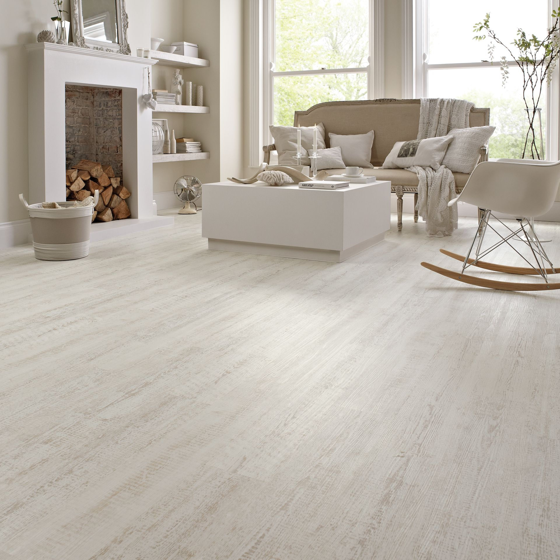 Karndean natural wood effect vinyl flooring knight tile collection karndean natural wood effect vinyl flooring knight tile collection white painted pine dailygadgetfo Images