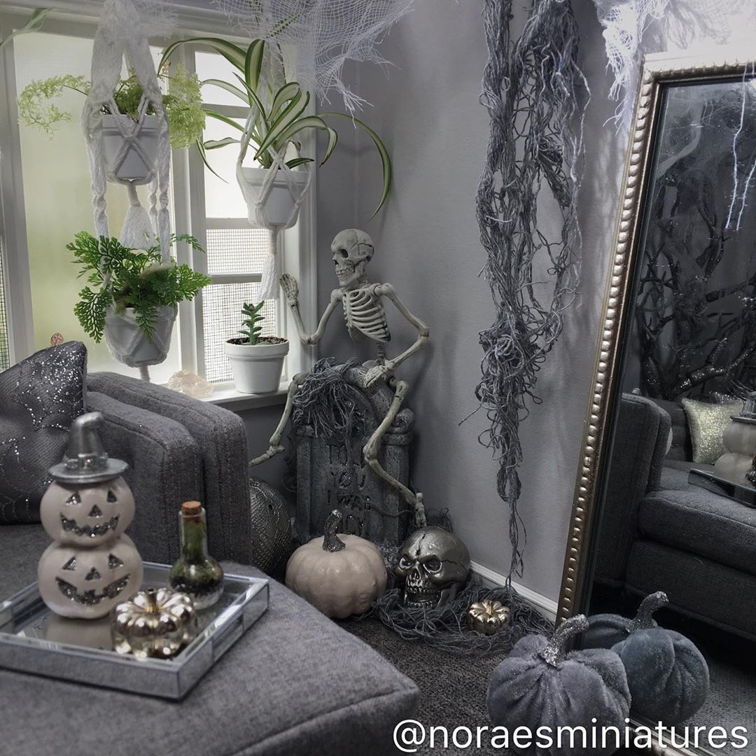 1:6 scale ✨The right size of my miniature Halloween living room so far 🖤 . . . . . . .