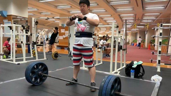 師匠の前でDL140kg挑戦! . #デッドリフト #背中トレ #広背筋 #筋肉 #筋トレ #肉体改造 #高重量 #オタトレ...