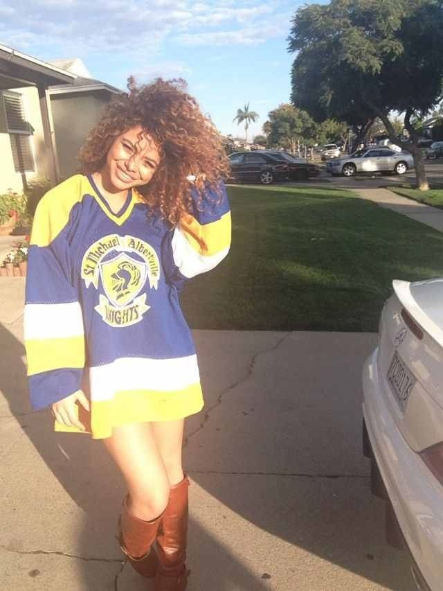 Hockey jersey + curls