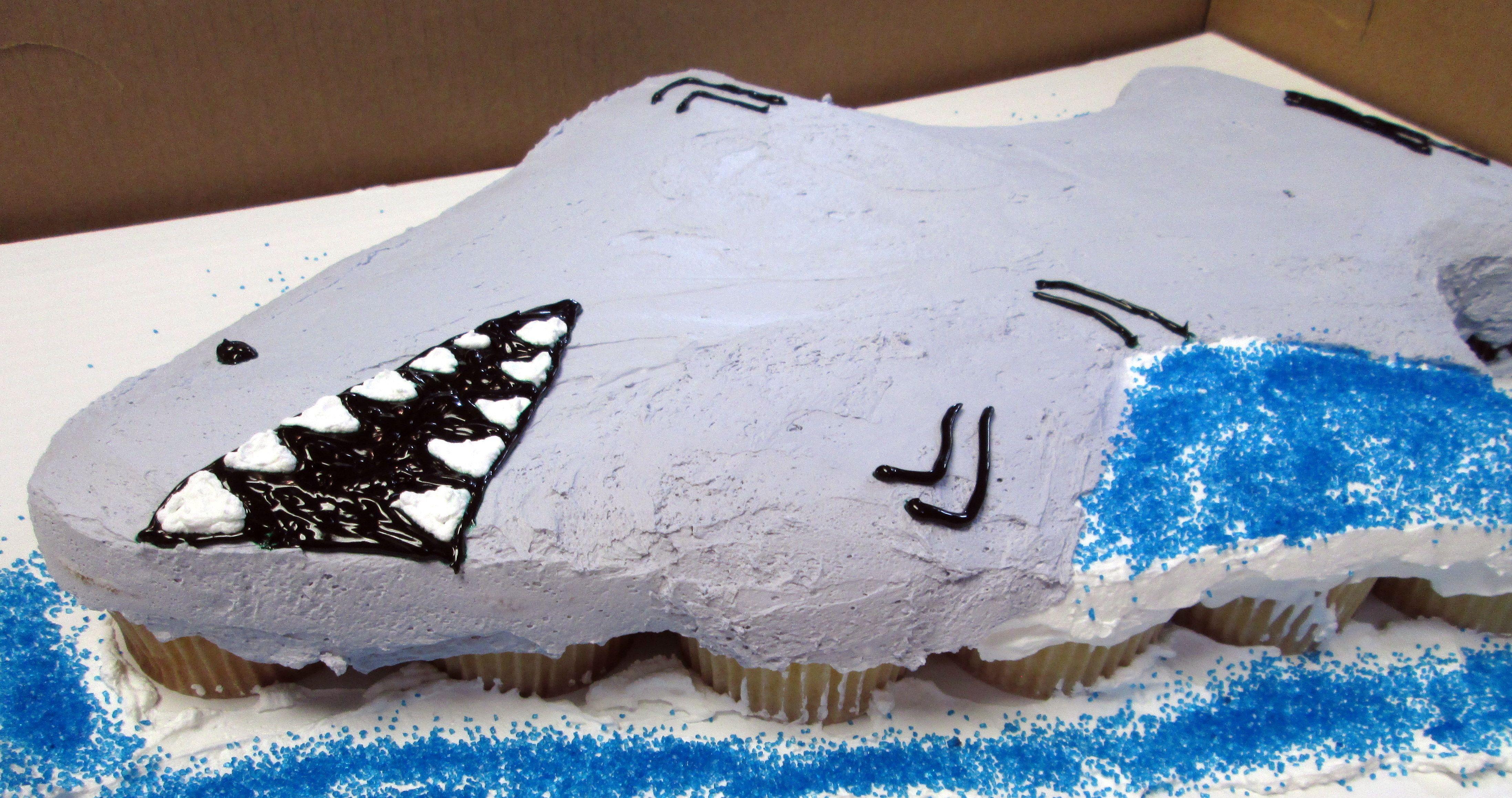 Shark Pull - Apart Cupcake Cake