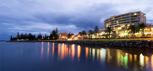 Rydges Port Macquarie,Port Macquarie,NSW, Australia. Rydges Port Macquarie offers 105 contemporary and spacious rooms over looking the water or CBD, complemented by 18 fully self-contained two and three bedroom apartments with private balconies. Port Macquarie holiday accommodation, NSW holiday accommodation offered by www.ozehols.com.au