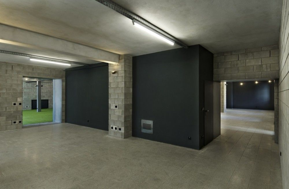 Gallery of Factory No 8 / OK Plan Architects - 5 - paredes de cemento