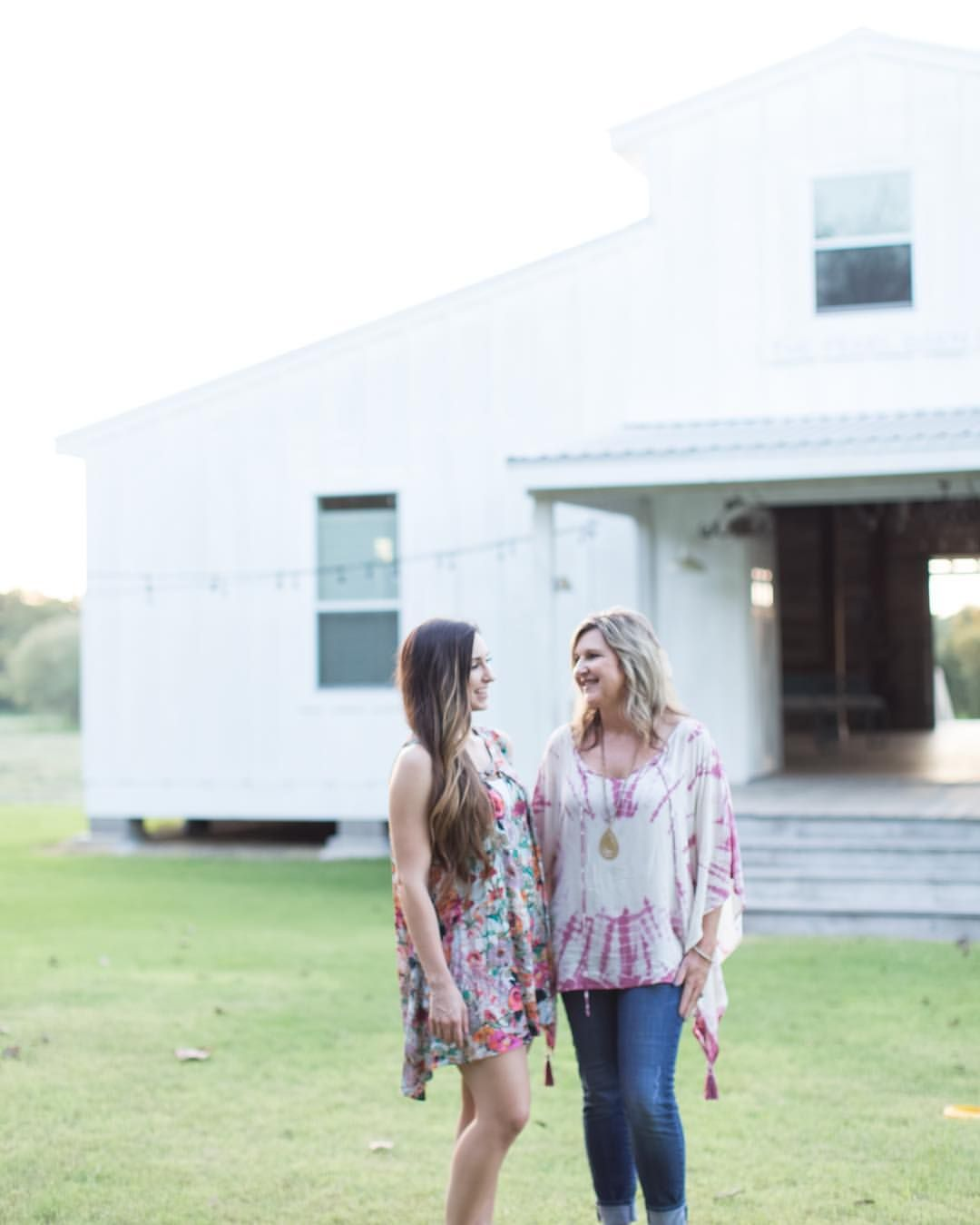 Each Fall and Spring the Farmhouse Living ladies head to Round Top to treasure hunt for unique items for our store. We wanted to share with you tips on how to best navigate through Round Top and make your trip fun, easy and productive.