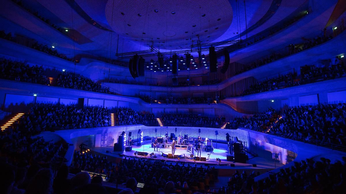 Einstürzende Neubauten in der Elbphilharmonie: Himmelsbiester zwischen Krach und Chanson