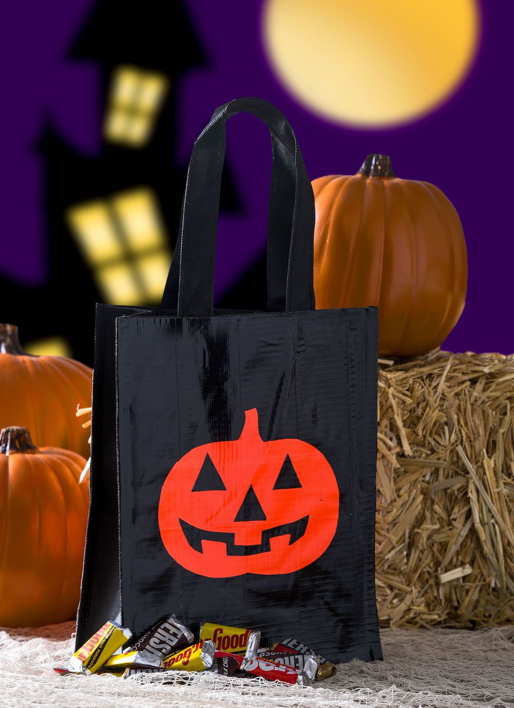 Duck Tape DIY trick or treat bag two ways! Duck tape and Spooky - Spooky Halloween Decorations