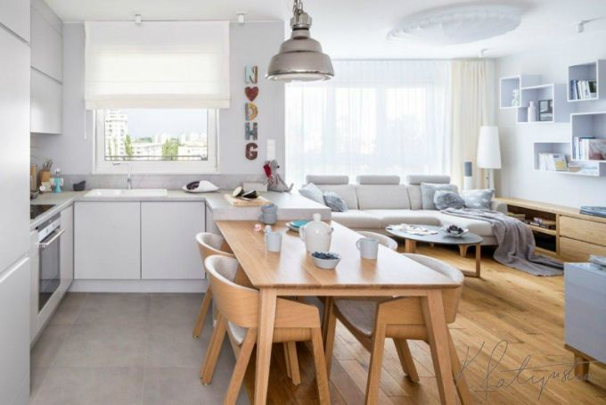 Simple And Warm Apartment With Light Wood And Tasteful Use Of Blues Decoholic Home Simple House Interior