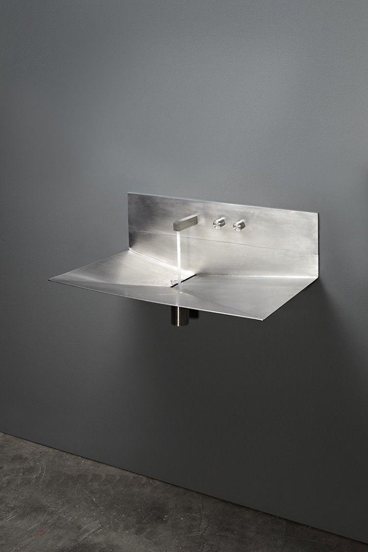 Vier inox et vasque en corian 2 lavabos minimalistes de - Accessoires salle de bain design inox ...