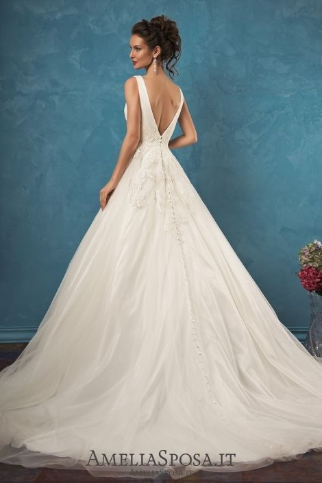 Wedding dress Emma - AmeliaSposa. Classic silhouette in its classic ...