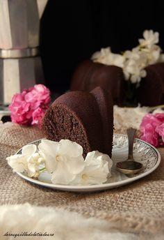 La Rosquilla de la Tia Laura: BIZCOCHO HUMEDO DE CHOCOLATE Y CAFE {El pastel de Annabel}