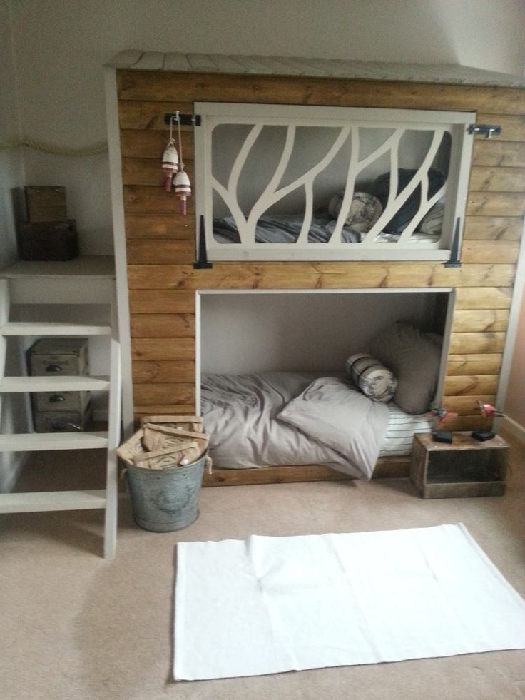 Hochbett/Etagenbett Im Geteilten Kinderzimmer Im Haus Stil.