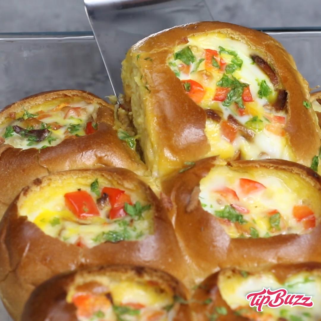 Cheesy Bacon And Egg Breakfast Sliders