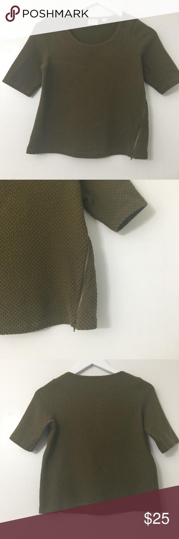 Photo of Anthro Postmark Textured Diagonal Zipper Top Anthro Postmark Sz: XS Green Textur…