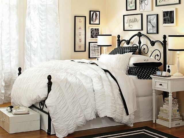 geraffte Bettdecke mit schwarzem Rand Metall Bett
