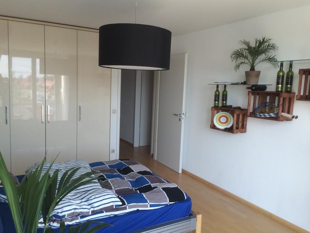 Möbliertes 25qm Zimmer in super Wohnung und bester Lage