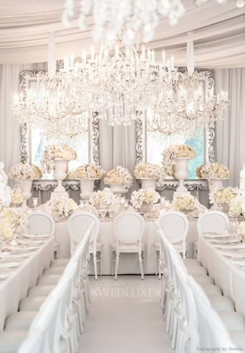 Une dcoration de mariage tout en blanc Wedding tables Weddings