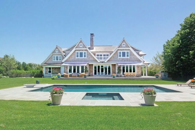 Cute And Grand House These Words Are Rarely In The Same Sentence But I Think It Applies To This One Hamptons House Hamptons Beach House Beach Cottage Style