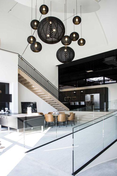 ... Moderne Innenausstattung, Moderne Zeitgenössische, Schwarz Innen,  Moderne Inneneinrichtung, Haus Innenräume, Deckenleuchten, Wandleuchten