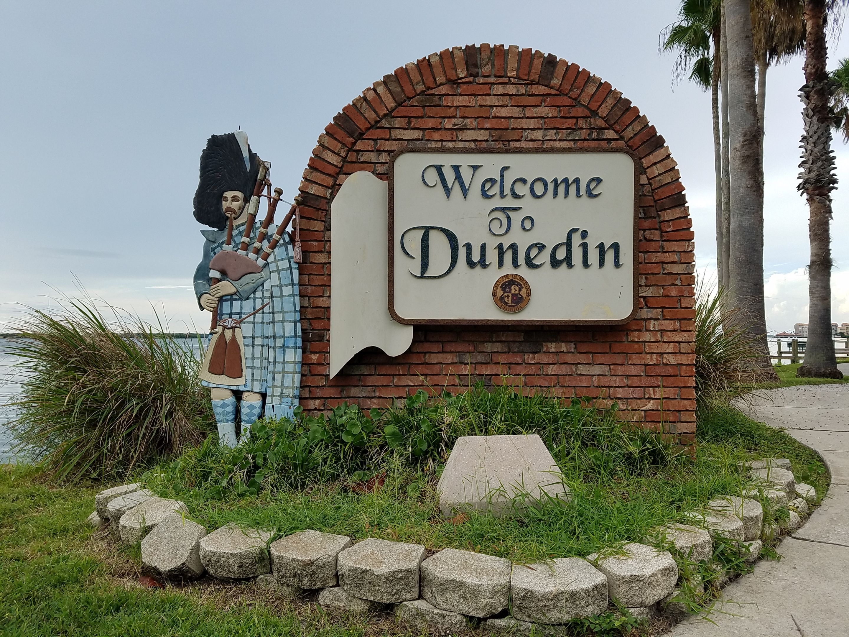 Dunedin Florida | Real Estate For Sale Real Estate for sale in Dunedin, Florida. There's plenty of things to do in this part of town, great restaurants and night life. Be sure to visit downtown as it is amazing 🔥 This link is a direct feed from the MLS and is up dated every 5 minutes. Let me know how I can help 👌