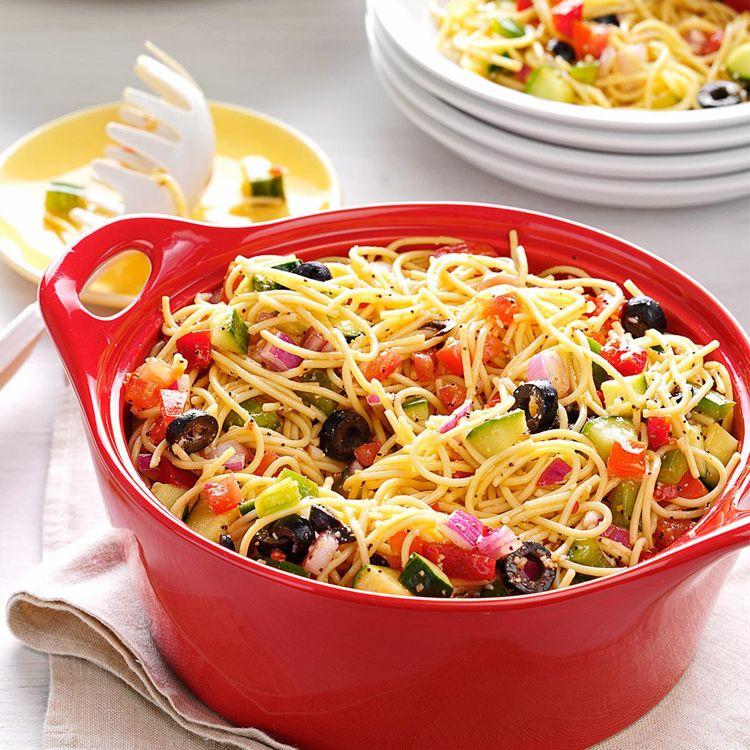 einfacher spaghettisalat perfekt f r jede gartenparty essen pinterest spaghettisalat. Black Bedroom Furniture Sets. Home Design Ideas