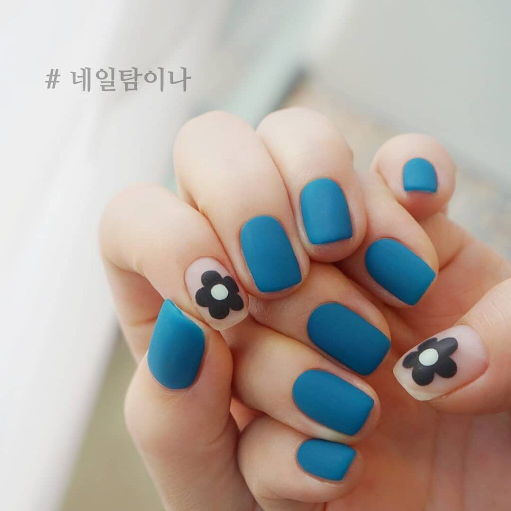 Korean Glamours Winter Nails Art Designs Blue Matte Square Floral #koreannailart Korean girls have good taste. Would you want to get trendy Korean glamours style nails art degisns for winter? Let's take a look at the latest Korean winter nail design. Try this Korean Glamours Winter Nails Art Designs Blue Matte Square Floral! #autumnnails #winternails #nailsdesigns #nailart #inspo #гвоздь #Uñas #mattenails #koreannailart