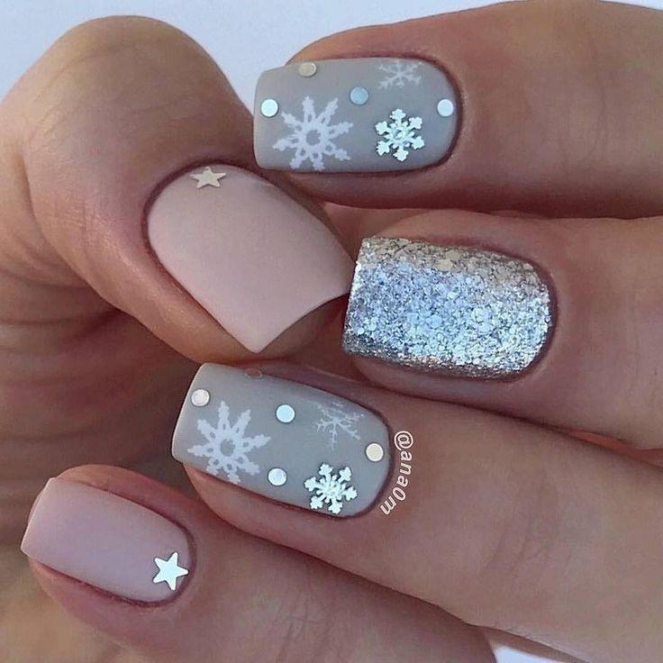 20 erstaunliche festliche Weihnachten Nail Art Designs – Schneeflocken Weihnachten Nägel – #designs #mysterious # festlich #nails