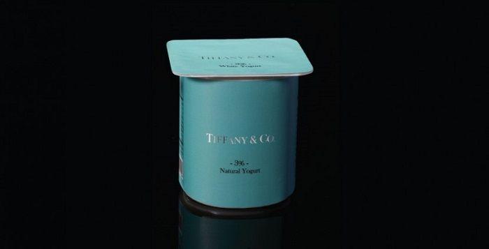 """为了让大众去思考名牌产品背后的实际价值和高价的原因,以色列设计师Paddy Mergui打造了一个叫""""Wheat is Wheat is Wheat""""的艺术企划。他用Tiffany & Co.、Chanel、Cartier、Louis Vuitton、Burberry等奢侈品Logo来包装鸡蛋、橄榄油、酸奶之类的食品与生活杂货。#grocery #package"""