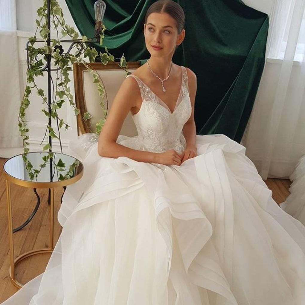 Zac posen wedding dress  Inspired by the runway looks of Zac Posenus namesake collection