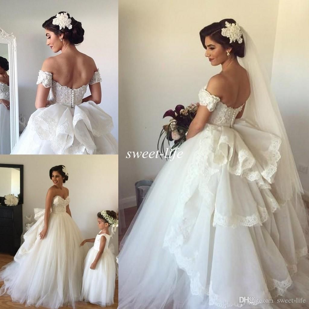 Wedding dress with removable train  Hot Sale  Wedding Dresses With Detachable Train Sweetheart Lace