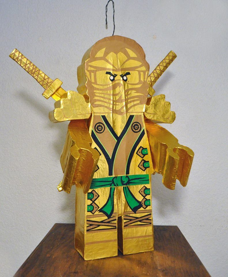 Piñata Ninjago Gold con espadas desmontables.   Piñatas   Pinterest ...