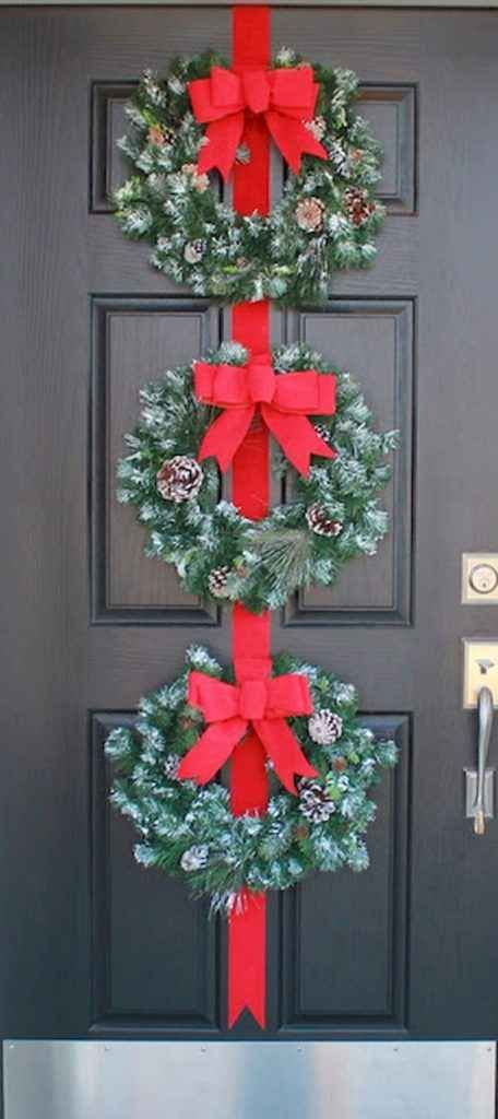 50 Simple DIY Christmas Door Decorations For Home And School (10) - LivingMarch.com #christmasdoordecorationsforschool