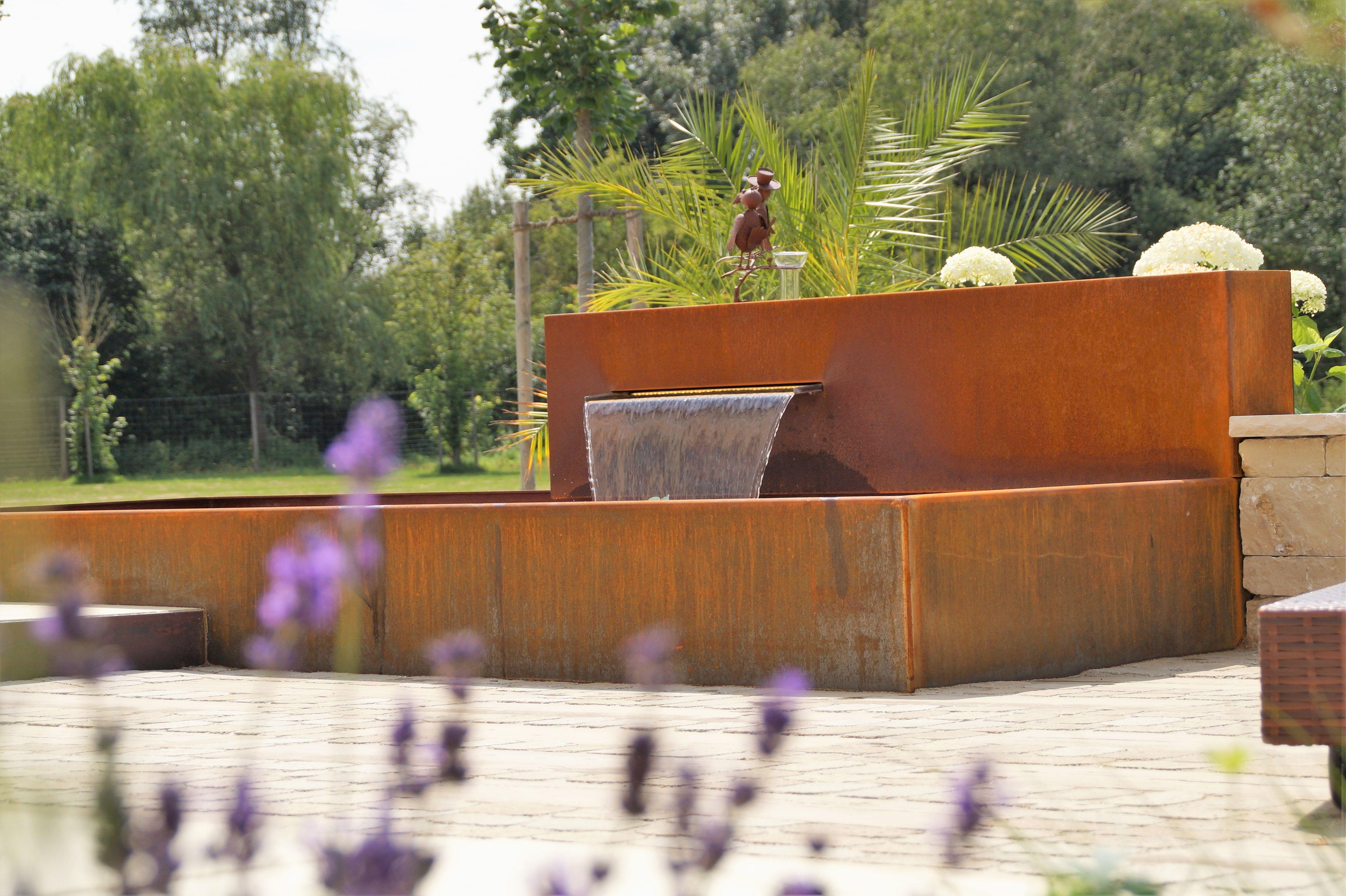 Brunnen Und Wasserspiele Fur Den Garten Aus Rost Corten Oder Edelstahl Wasserbecken Wasserspiel Garten Brunnen