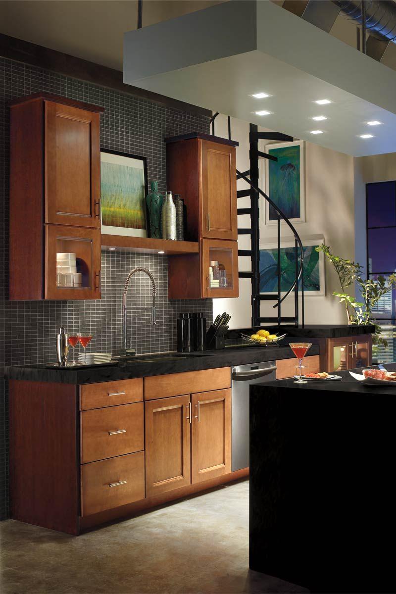 Waypoint Living Spaces Style 420 in Maple Auburn Glaze
