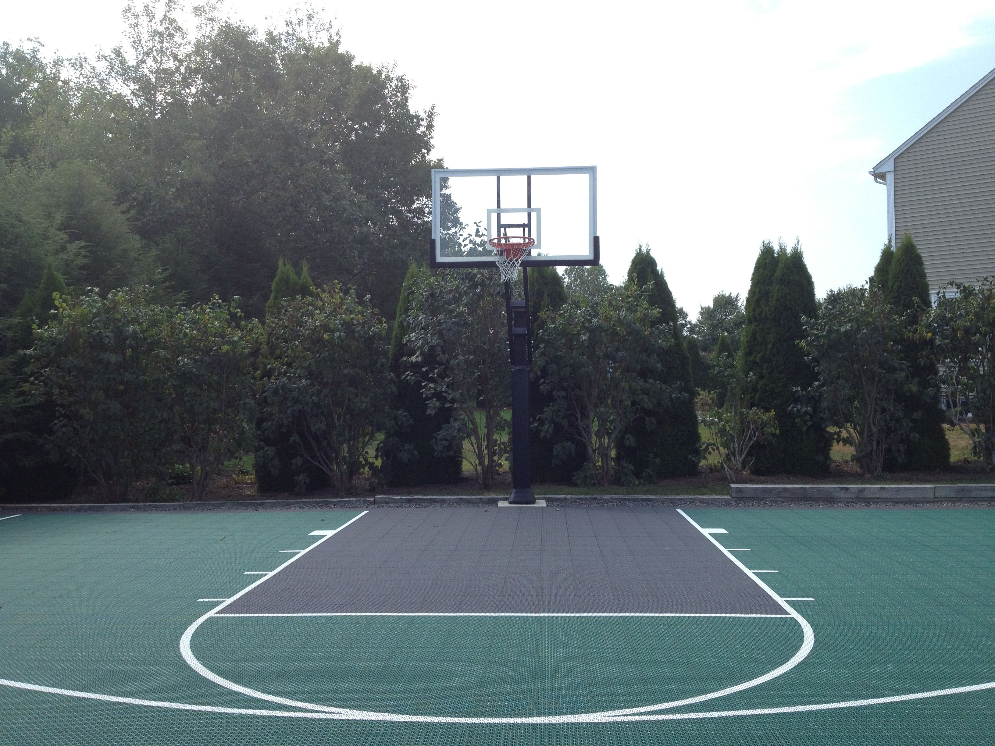 pro dunk diamond basketball system looks amazing on this fine court