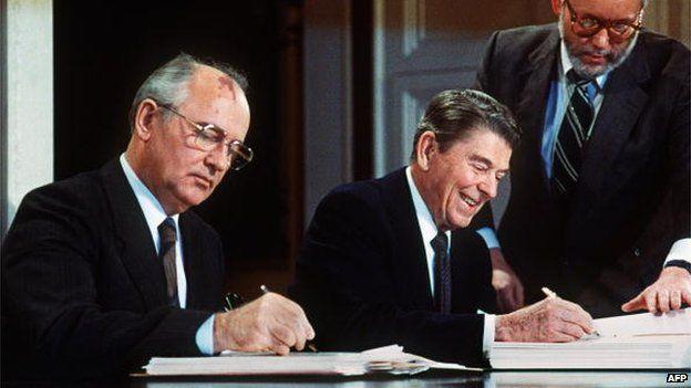 """IL LUPO ALL'AGNELLO: """"... e poi stai violando il trattato nucleare firmato da Gorbaciov e Reagan nel 1987"""""""