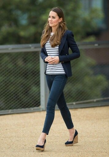10/17/13 Kate plays volleyball at Olympic Stadium Park in London to support SportsAid.
