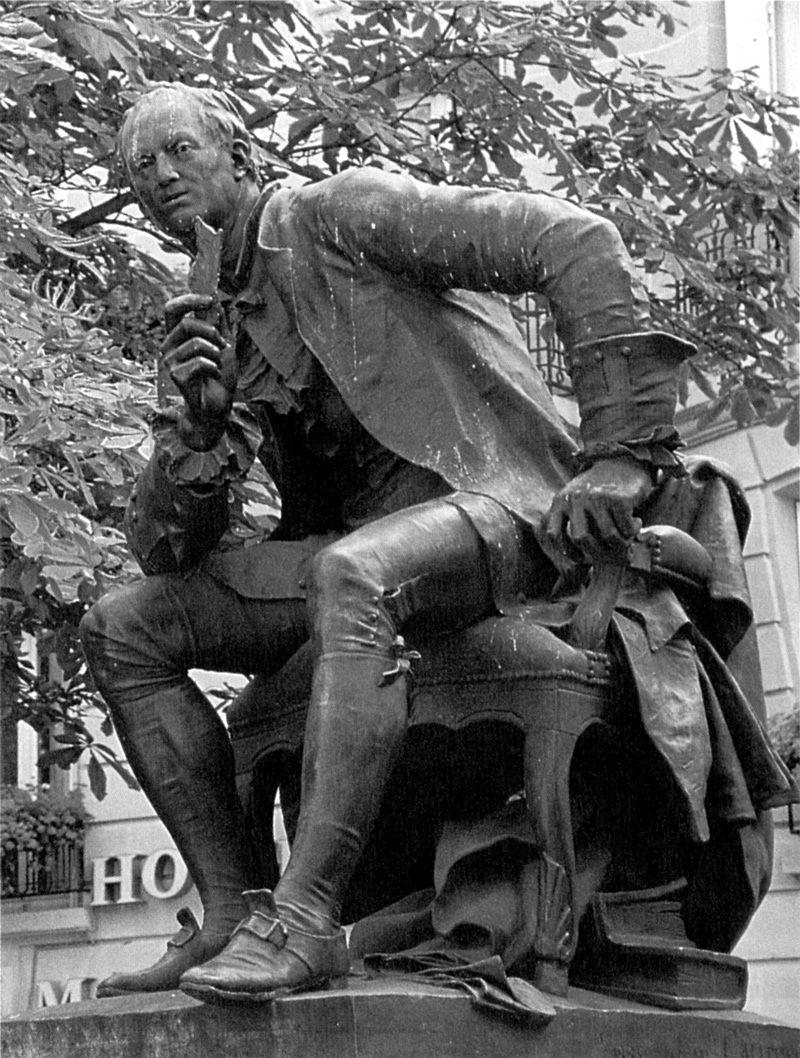 Estatua de Denis Diderot