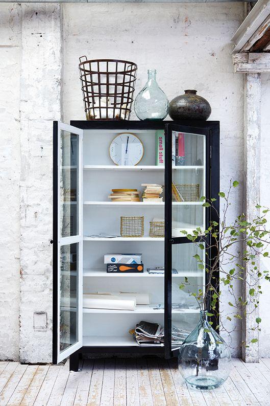 ○housedoctor painted black outside, white inside Living - sch ne wanduhren wohnzimmermodernes wohnen wohnzimmer