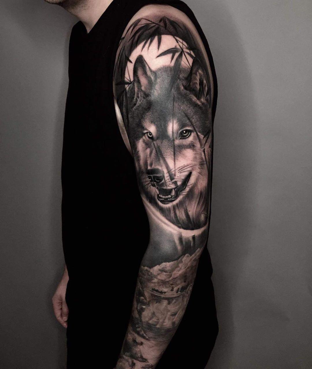 Done by Nhong. Er ist vom 23.06.2020 - 25.07.2020 wieder bei uns als Guestartist 🤗 #tattoo #piercing #münchen #munich #münchentattoo #wolf #wolftattoo #realistictattoo #newtattoo #tattoolovers #neuestattoo #tattoostudio #piercingstudio #tattoomuenchen #blackandgreytattoo by @nhong_niramit