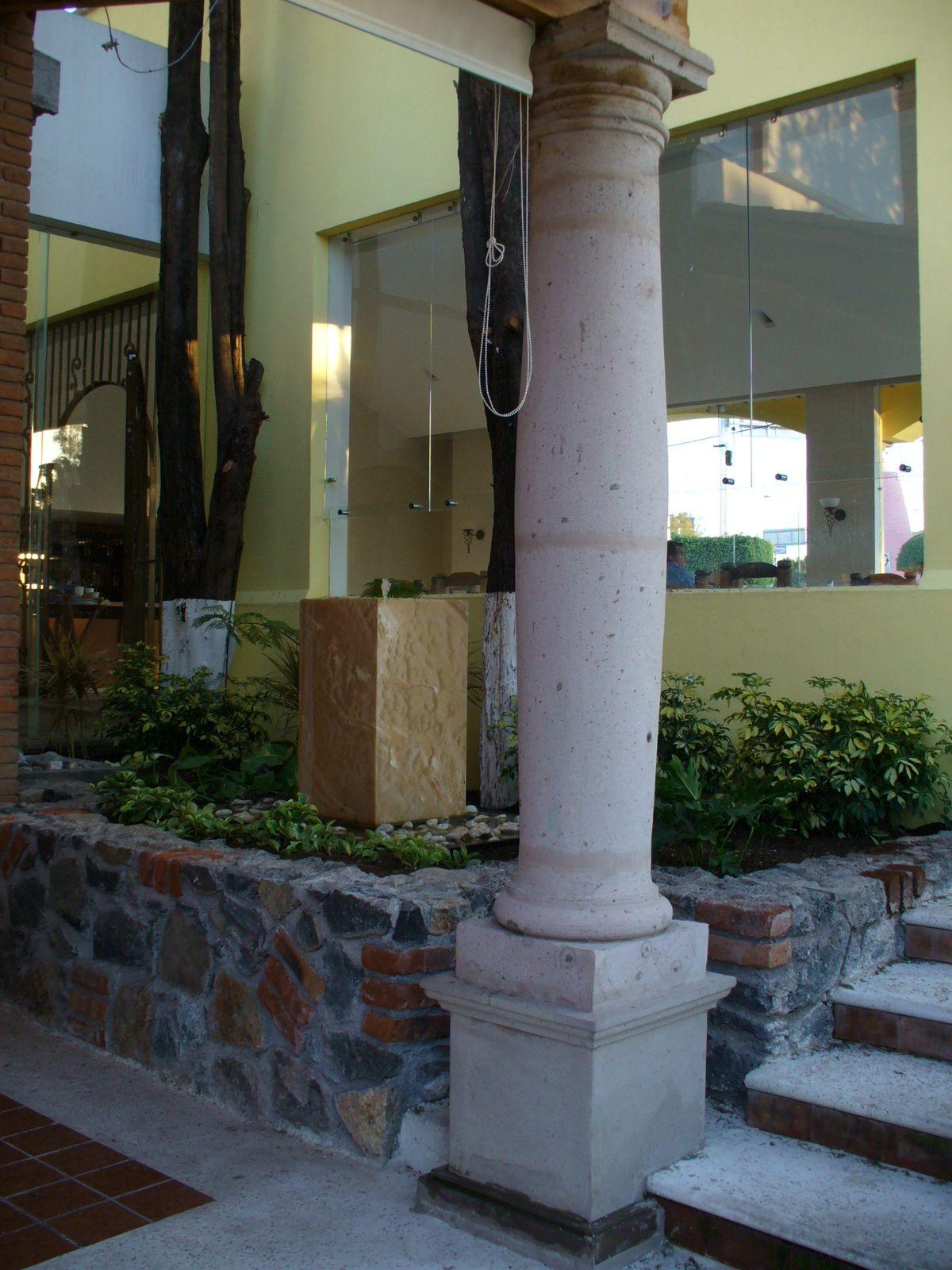 Jardinera piedra y fuente de onix quimera pinterest for Jardineras de piedra natural
