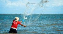 Para pescar hay que mojarse los pies, tener paciencia y utilizar el método correcto…. Para evangelizar también. http://cpm.com.es/pescando-hombres/