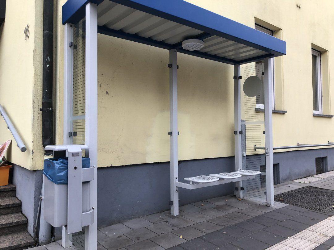 Jüchen – B59: Vandalismus an fünf Buswartehallen – Belohnung