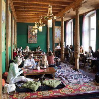Tadschikische Teestube Blinis Tee Und Marchen In Berlin Berlin Creme Guides Berlin Reise Berlin Freizeit Restaurant Berlin